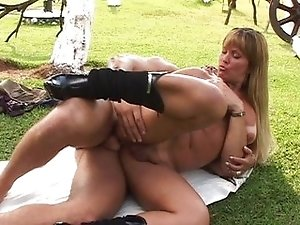 Hot tranny loves fucking outdoors